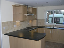 An oak shaker contempary kitchen was installed. The view shows the breakfast bar.